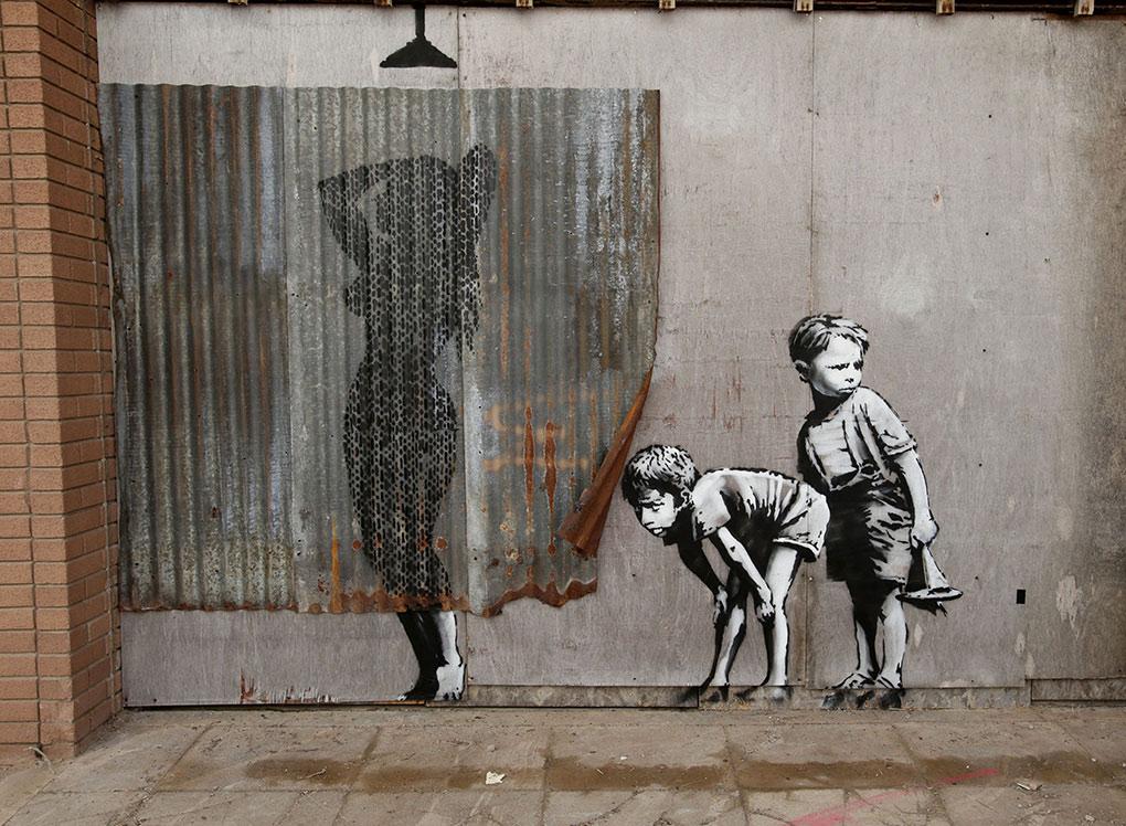 Banksy Boys Peeking - Dismaland