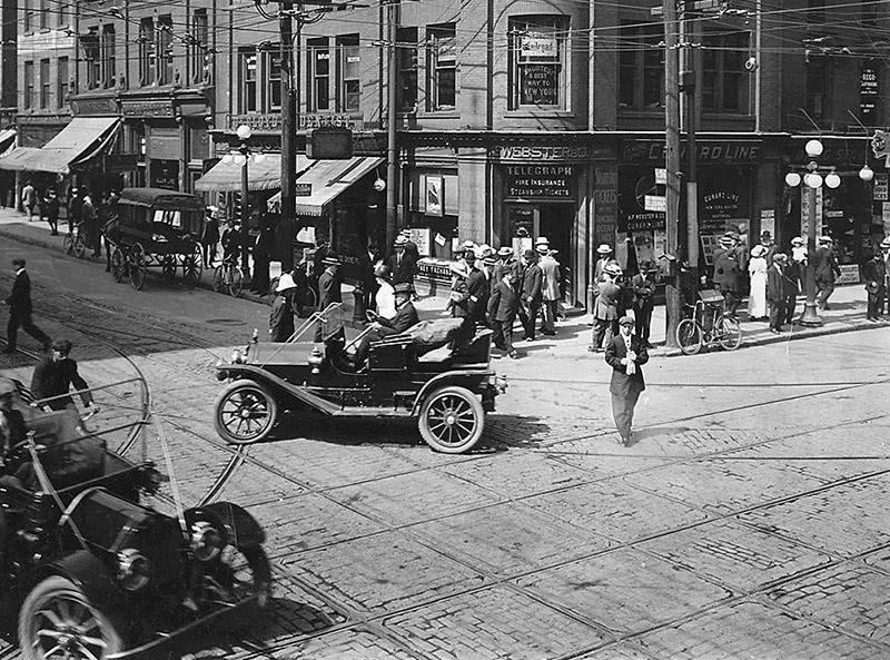 Northeast corner of King Street and Yonge Street 1912.
